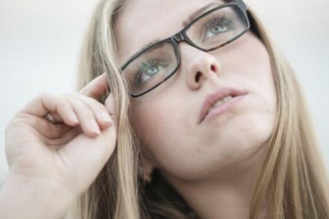 青岛近视手术后双眼视力不一的原因是什么...